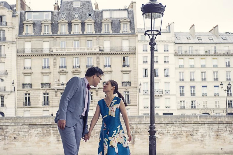 Paris engagement photo tour