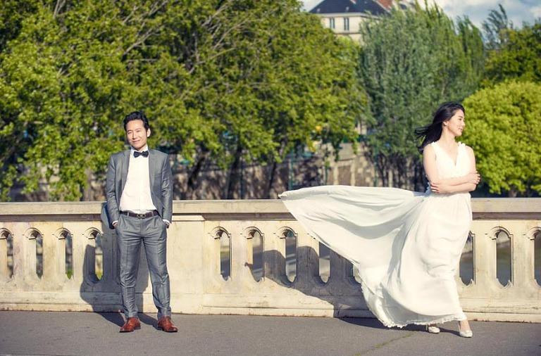 Paris engagement photographer isle saint louis