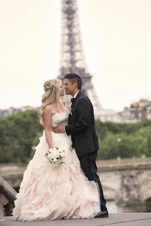 elope in Paris eiffel tower